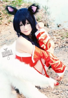 beautiful ahri cosplay